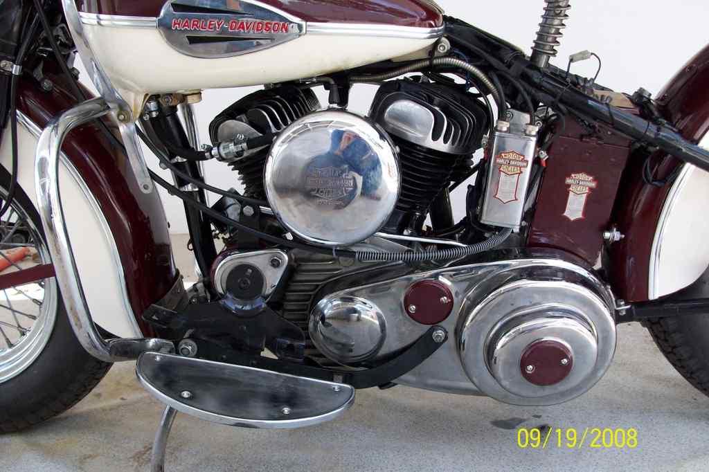 Harley-Davidson WLA de 1942 - Cambio en pie