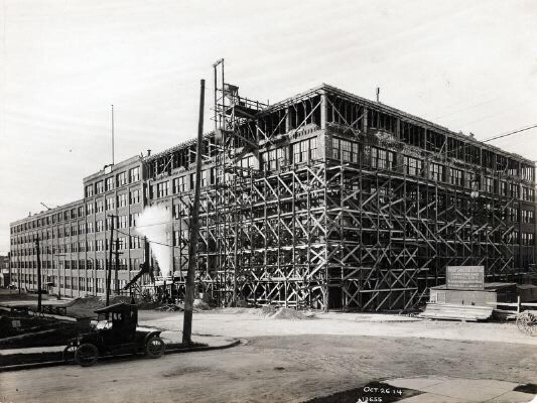 1912 - Adición de una sexta planta
