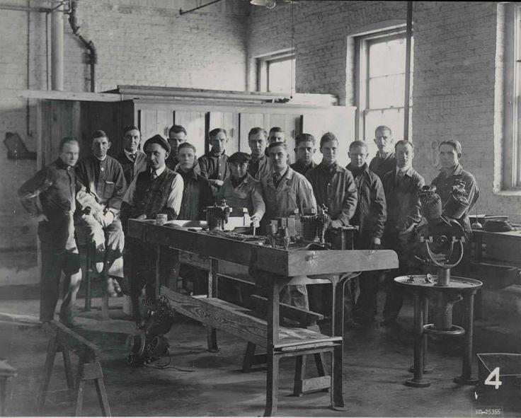 1917 - Escuela de mecánica