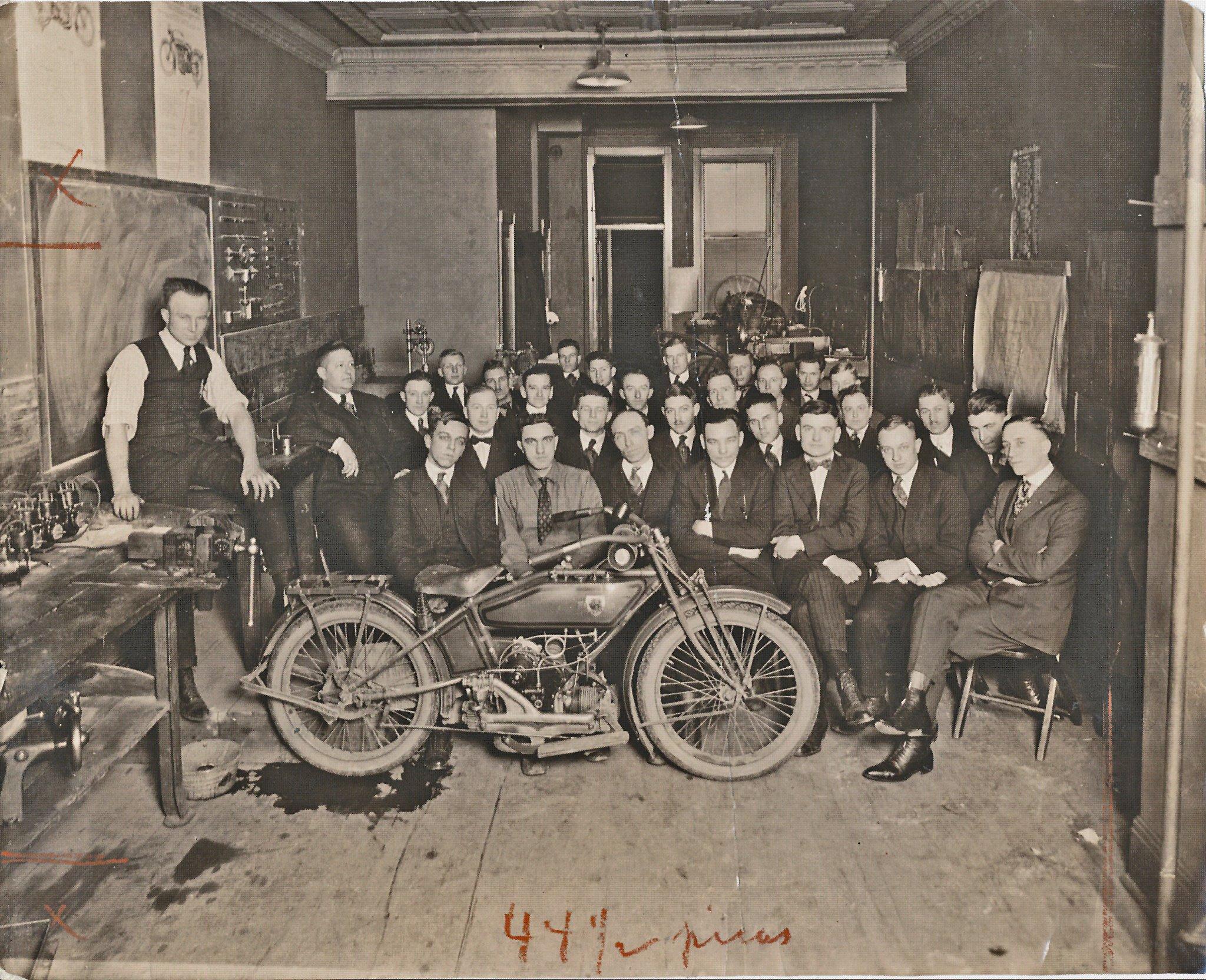 1920 - Presentación del modelo WJ-Sport