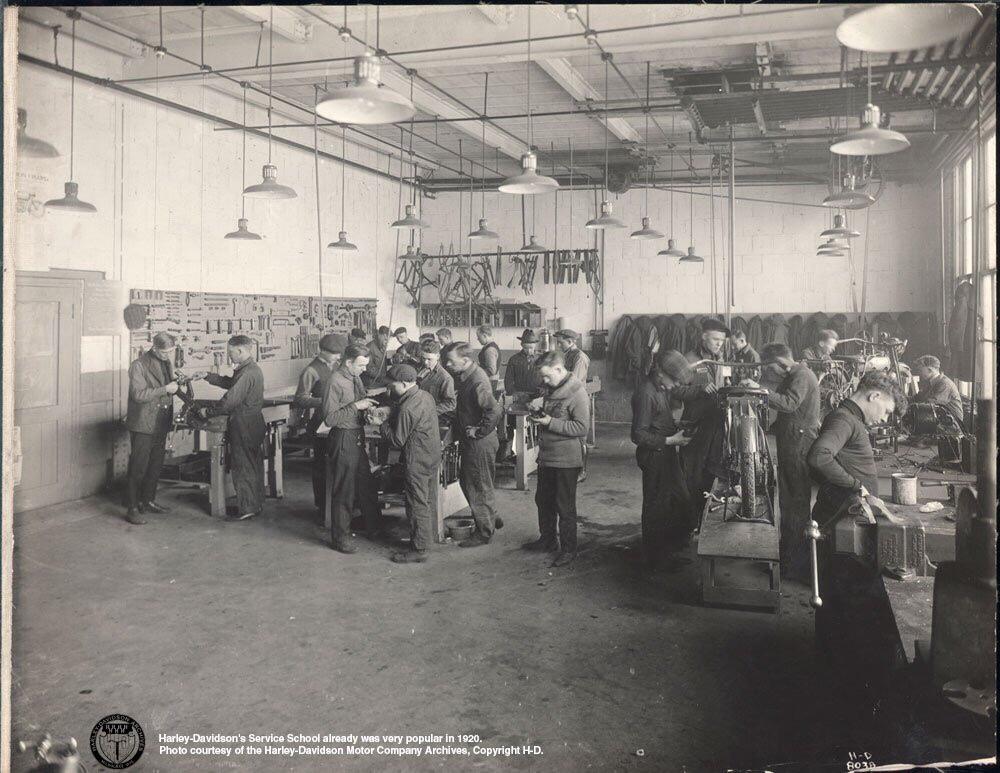 1920 - Escuela de mecánicos