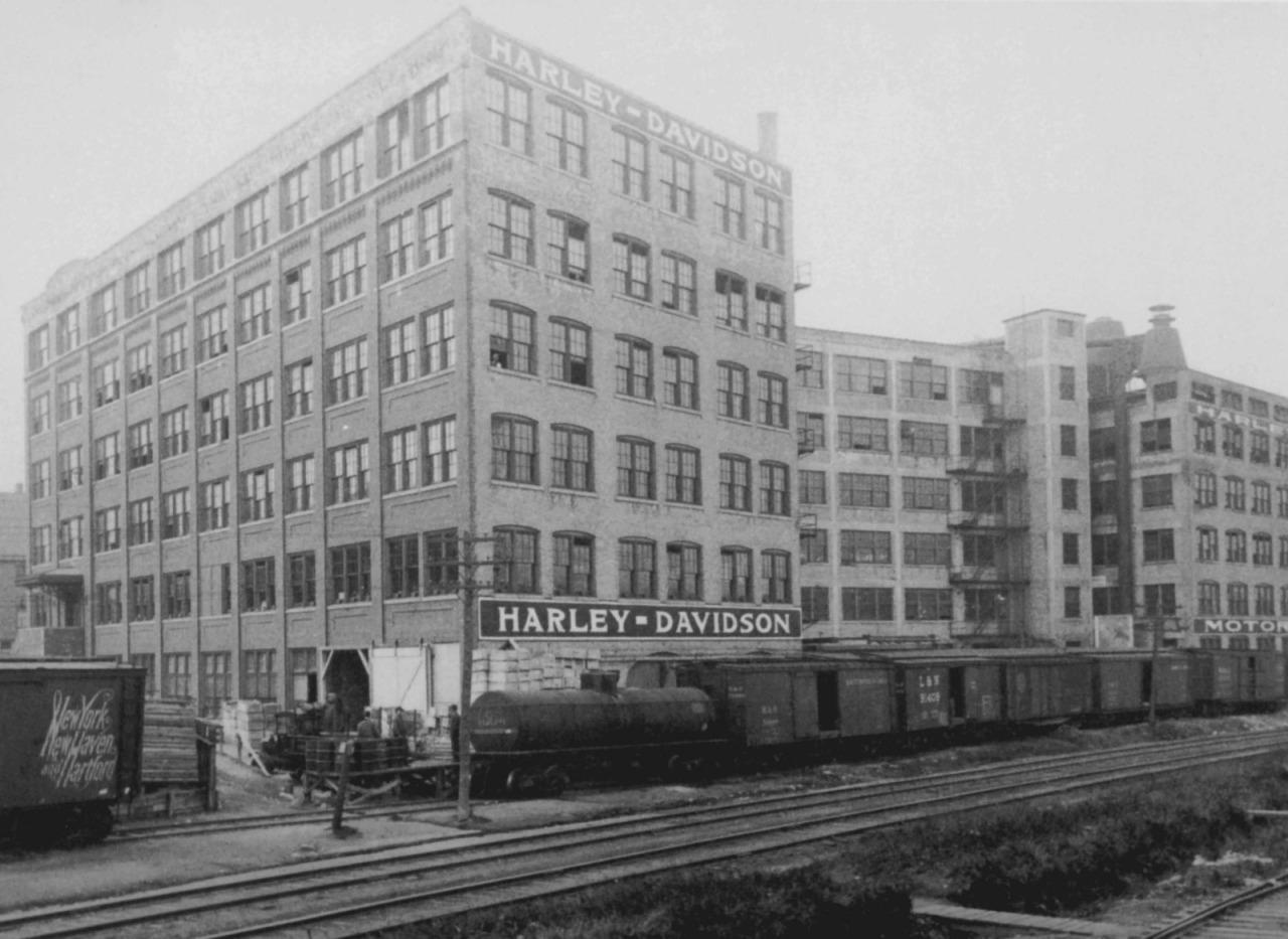 Fábrica en Av. Juneau a finales de 1920
