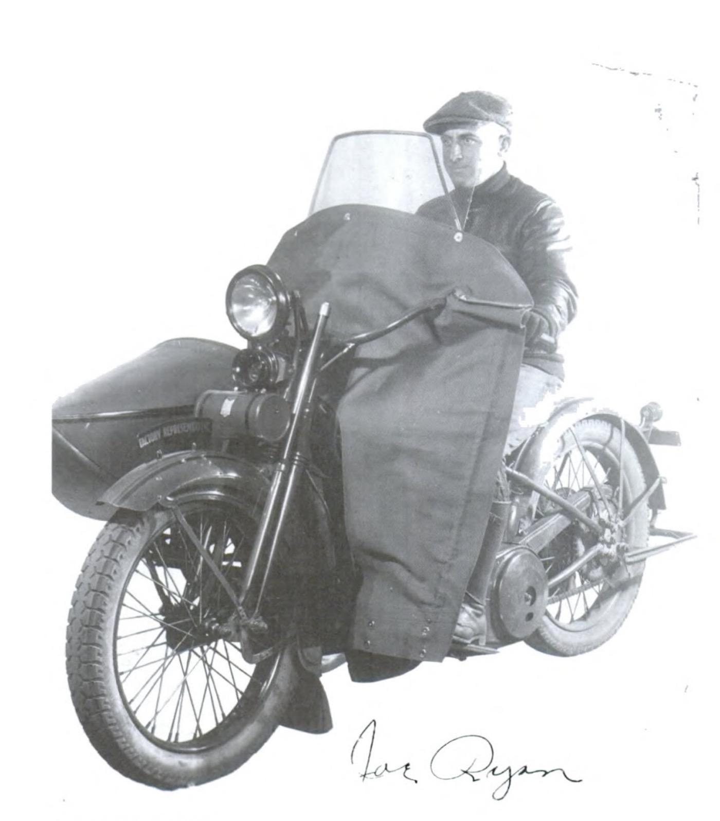 Joe Ryan en una foto de los años 20 - Director de la Escuela