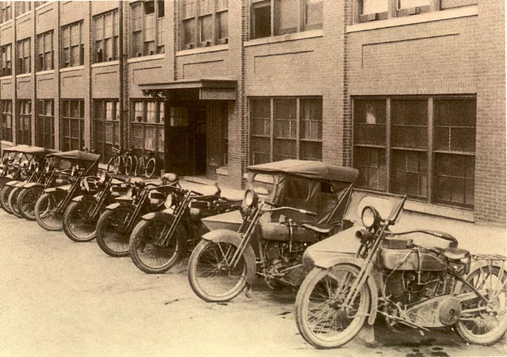Motocicletas de los trabajadores de la fábrica