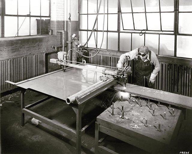 1930s - Labores de soldadura