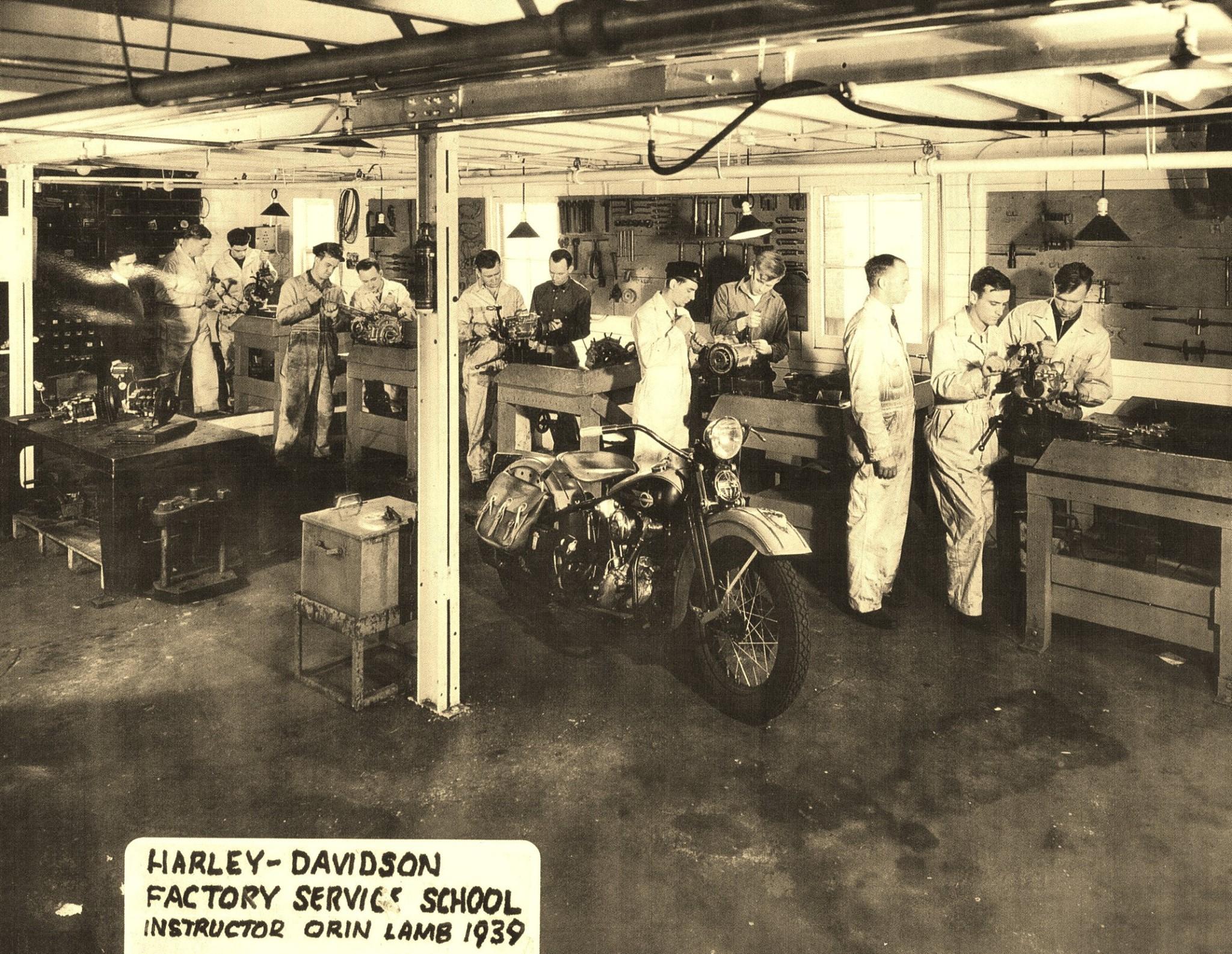 1939 - Escuela de mecánicos. Modelo Knucklehead