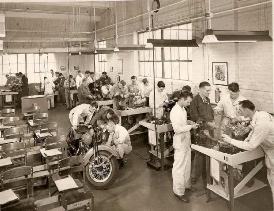 Años 40 - Escuela de mecánicos
