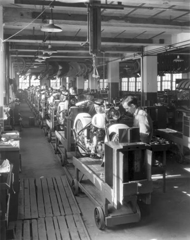 Otra línea de montaje de los años 40