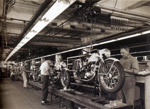 "1947 - cadena de montaje del modelo ""Hummer"""