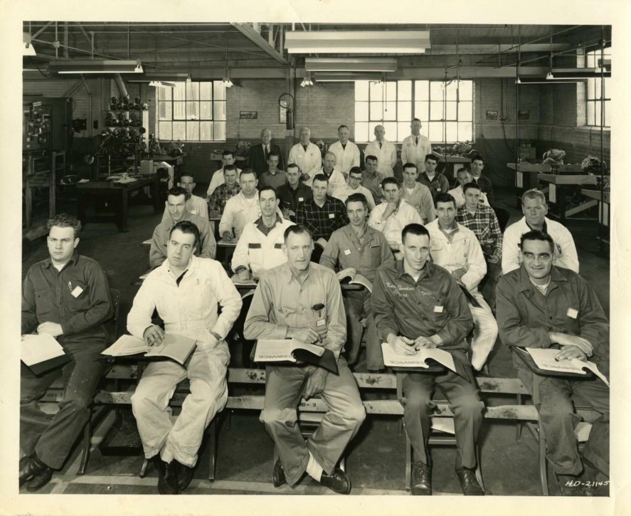 Años 50 - Escuela de mecánicos