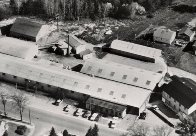 Tomahawk Boat en 1962 de la que HD tiene el 60% de las acciones. Hace fibra de vidrio.