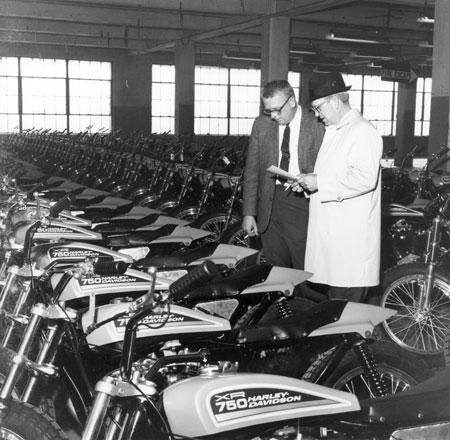 Inspección de modelos deportivos XR-750 - Años 70