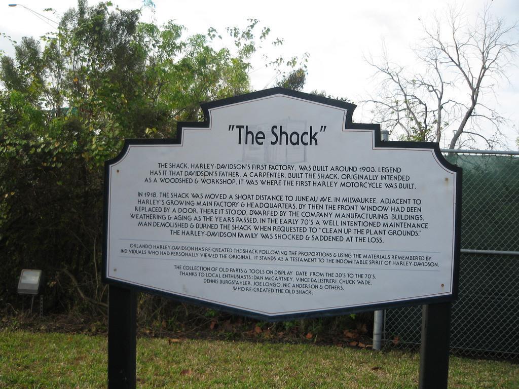 The Shack (La Choza) letrero explicativo de la reconstrucción. Año actual