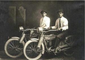 Bill Harley y Arthur Davidson en 1914