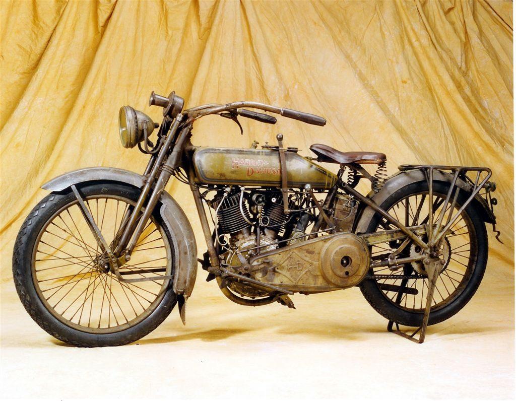 Harley-Davidson modelo 17 que perteneció a Steve McQueen