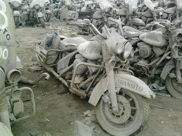 Harley-Davidson de la policía en un desguace de Perú