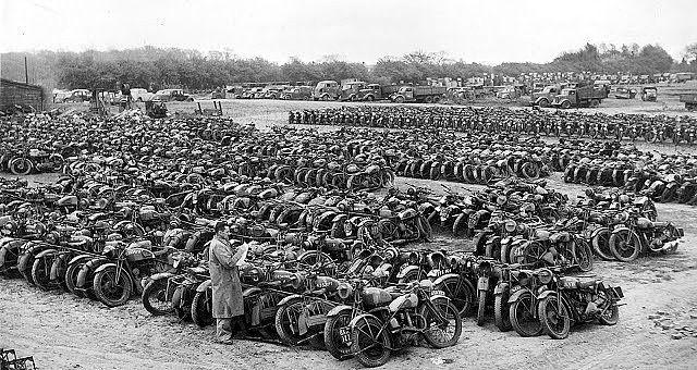 Desguace de motos de la Segunda Guerra Mundial