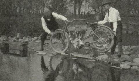 Bill Harley y Walter Davidson en 1911