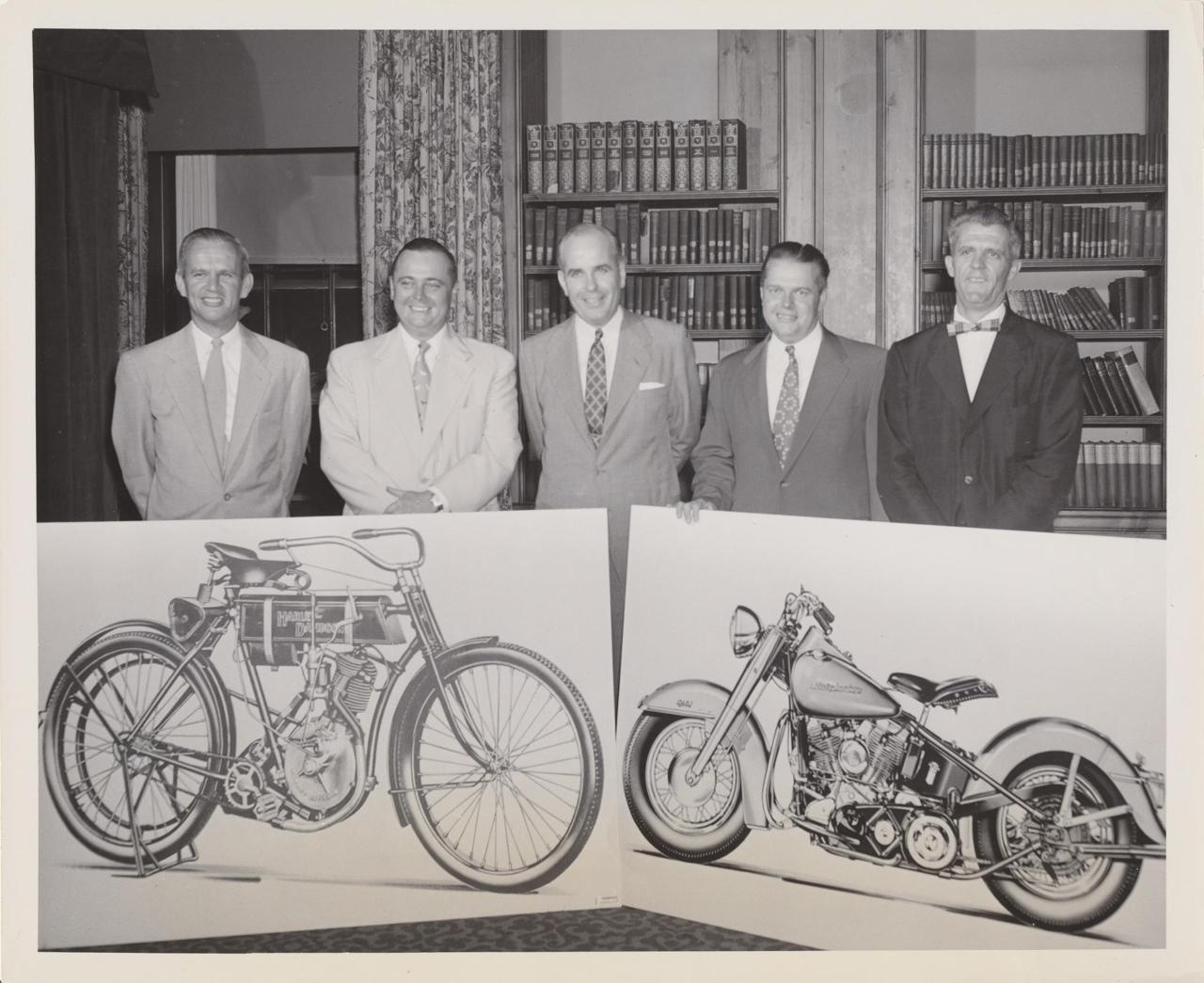 En los años 50: desde el principio hasta la Hydra-Glide