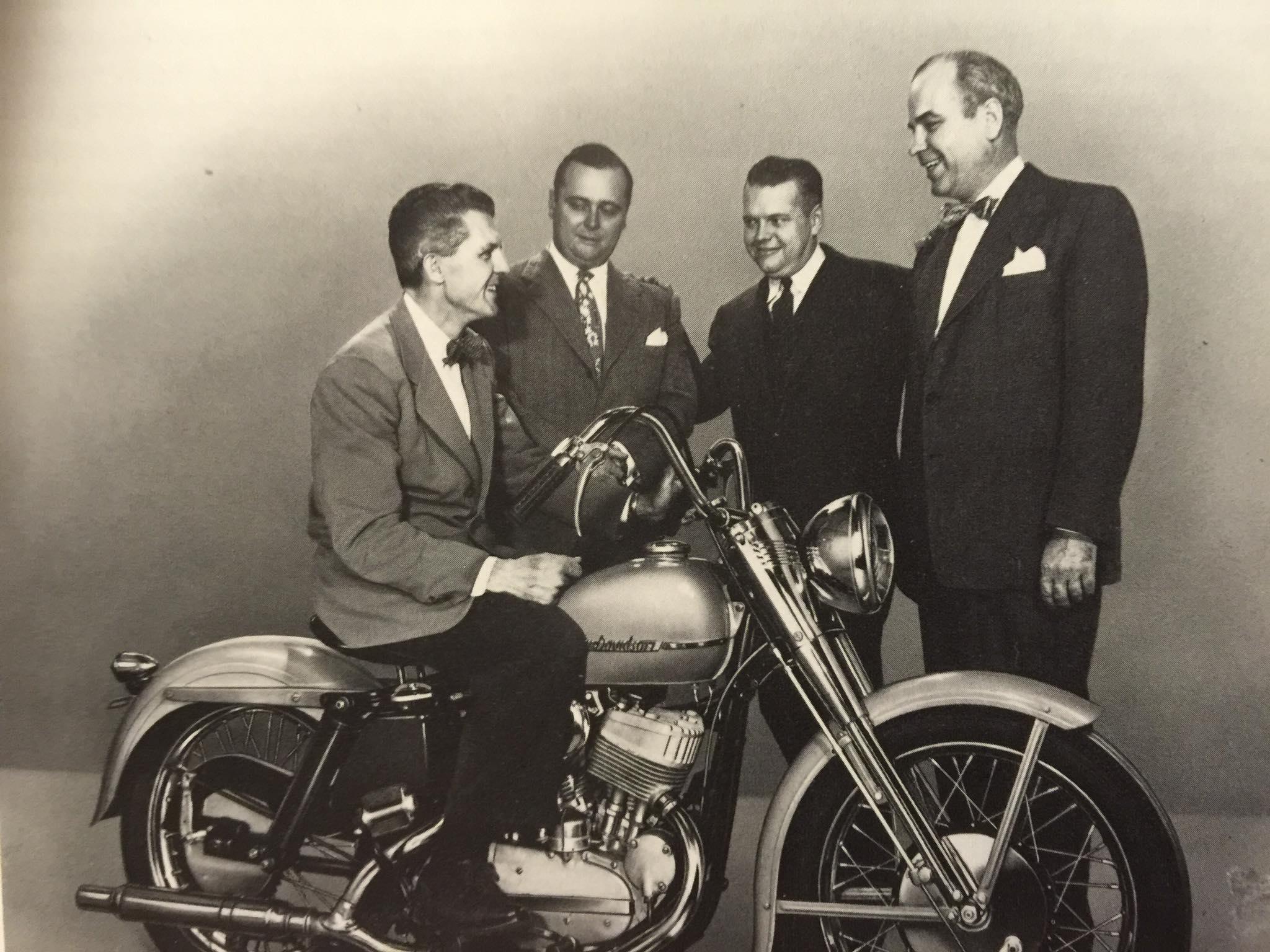 Años 50: los hijos de los fundadores con la Sportster