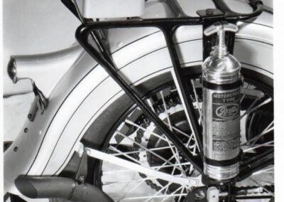 1934-harley-davidson-detalle-extintor
