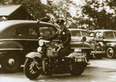 1940s-harley-davidson-Police-coches-detras