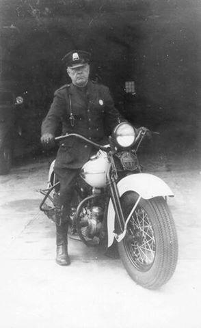 1940s-harley-davidson-police-de-frente