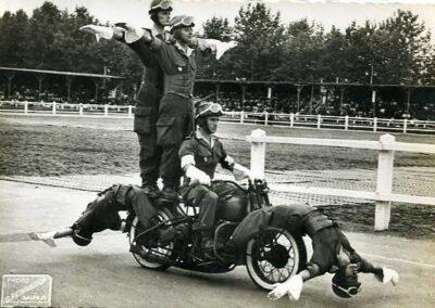 1940s-harley-davidson-policia-acrobacia-01