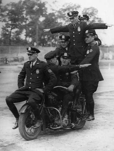 Años 40 - 7 policías
