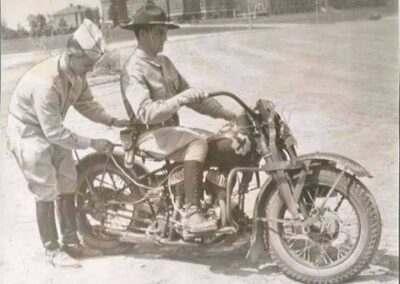 1940s-harley-davidson-policia-con-ayudante