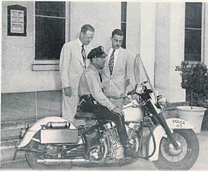 Una moto policía con motor Panhead a finales de los 40.