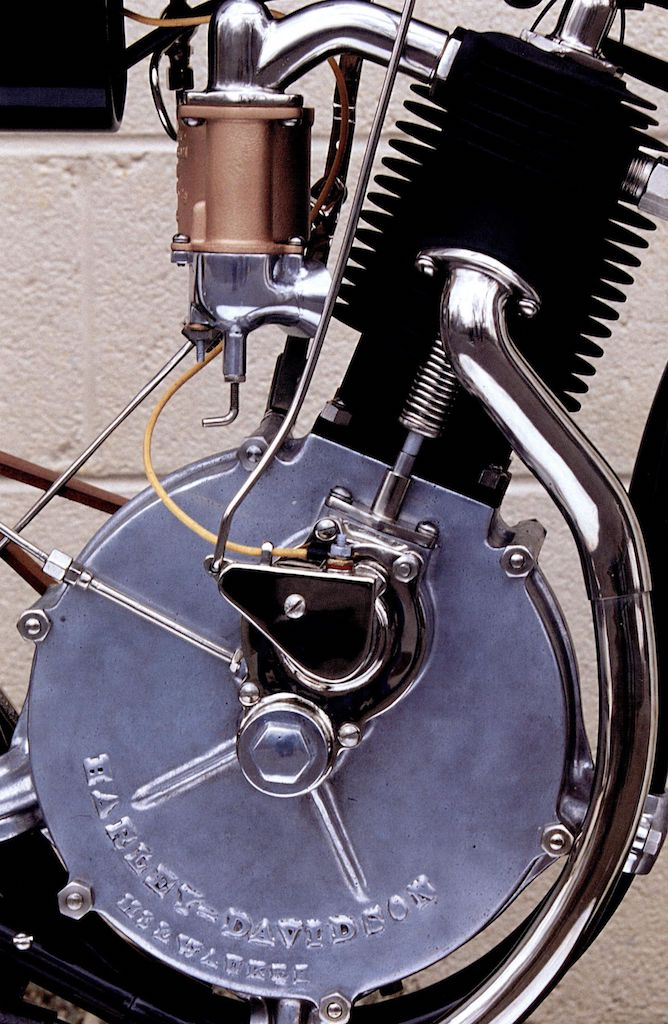 1903 - El primer motor