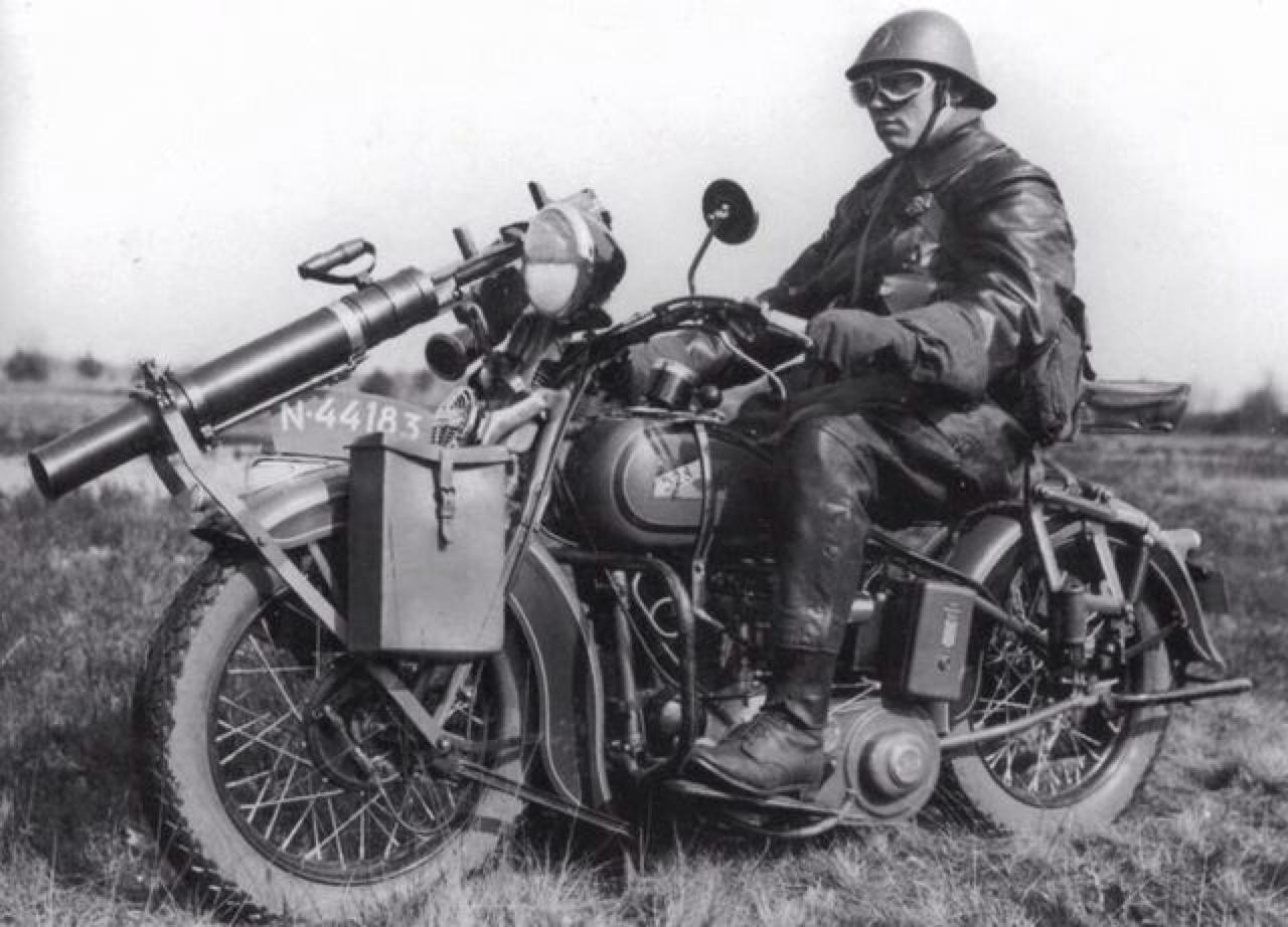 1935 - Ametralladora delantera