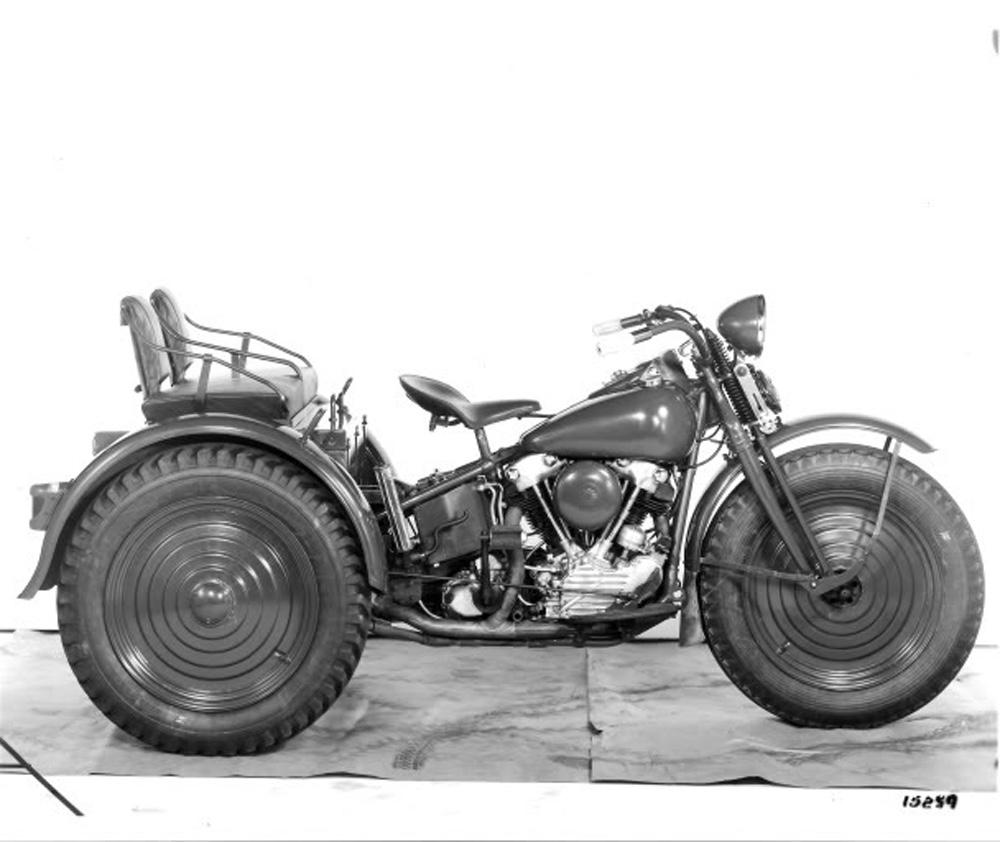 Harley-Davidson TA - Vista derecha