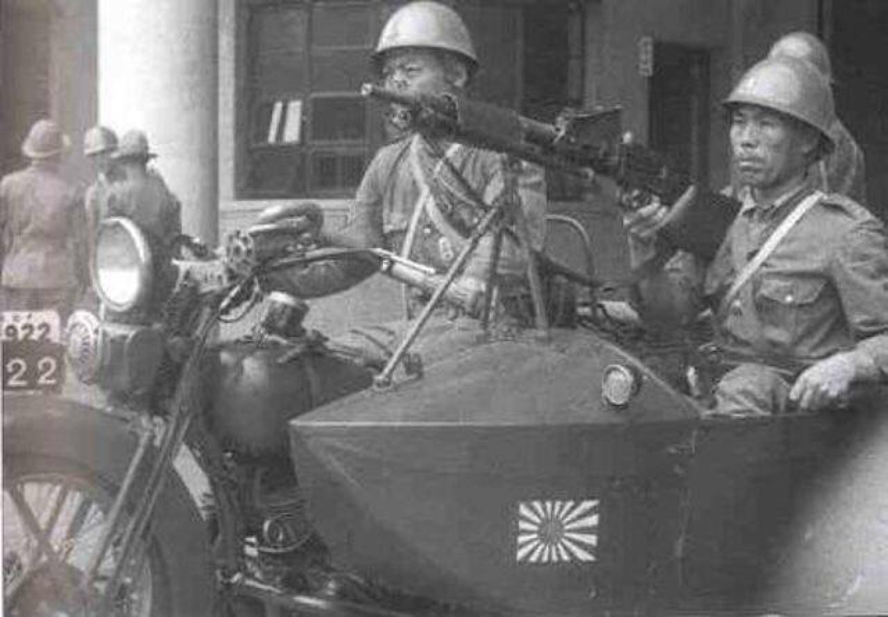 Sidecar con ametralladora