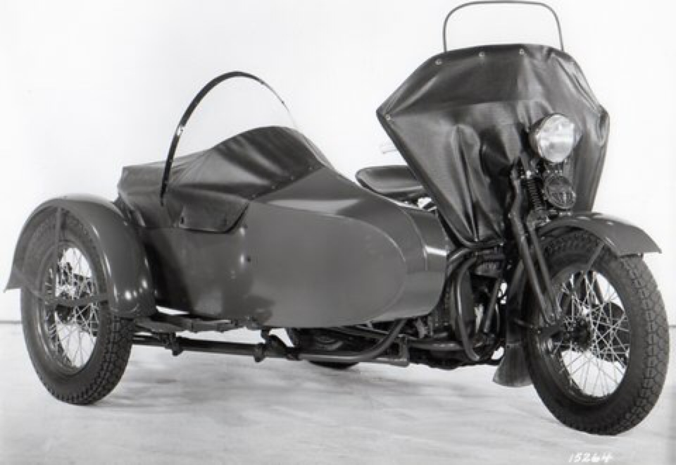 Modelo UA con sidecar y proteccion delantera para el viento