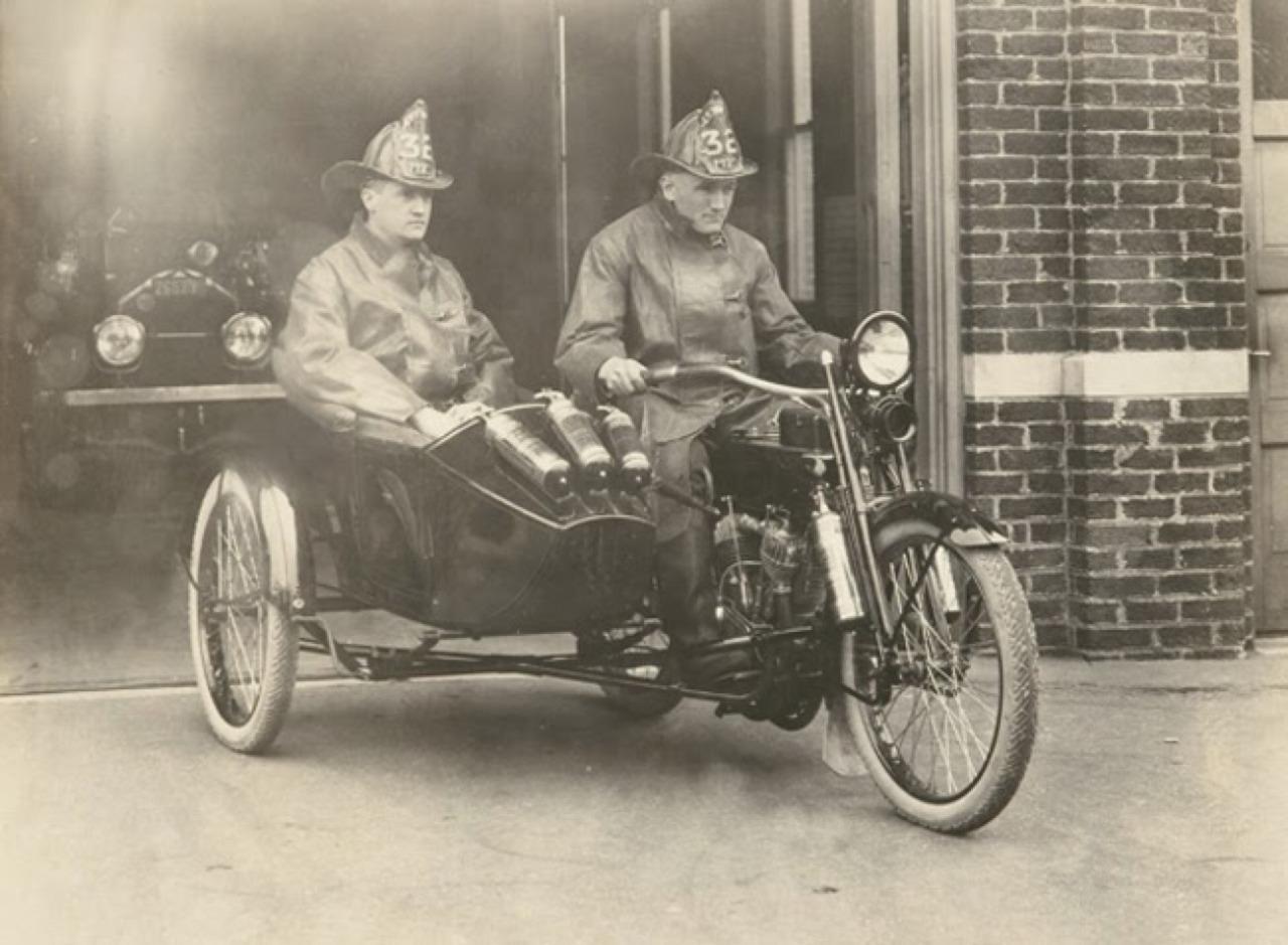 Departamento de Bomberos, probablemente para el transporte del Jefe de la Unidad