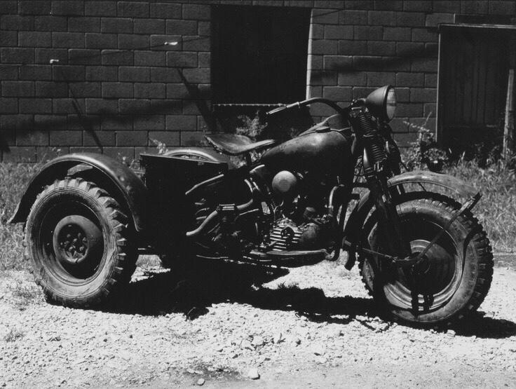 Harley-Davidson TA - Vista del lado derecho