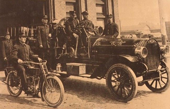 Harley-Davidson como vehículo auxiliar de los bomberos
