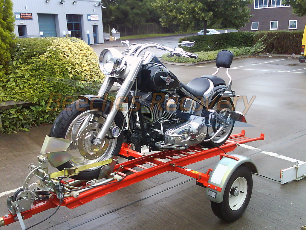 Remolque para transportar una Harley-Davidson