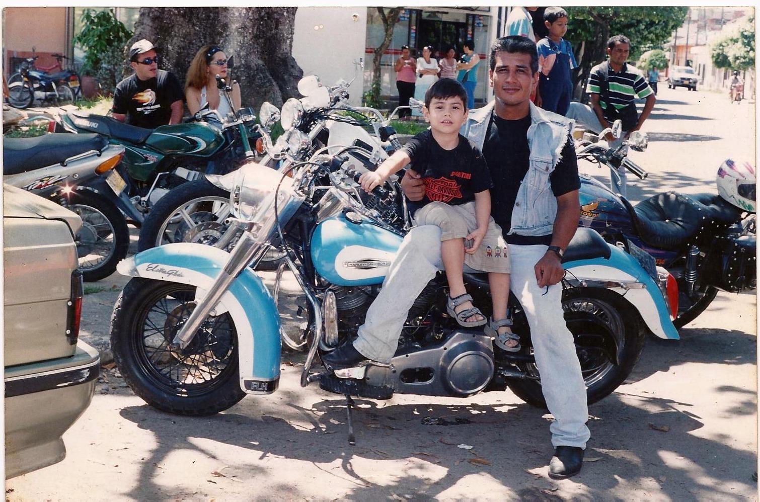 Fredy y su Harley-Davidson FLH de 1965