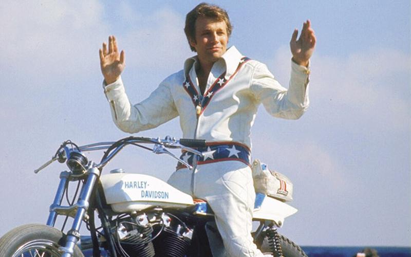 Evel Knievel saludando
