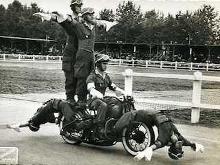 Acrobacias policía Harley-Davidson