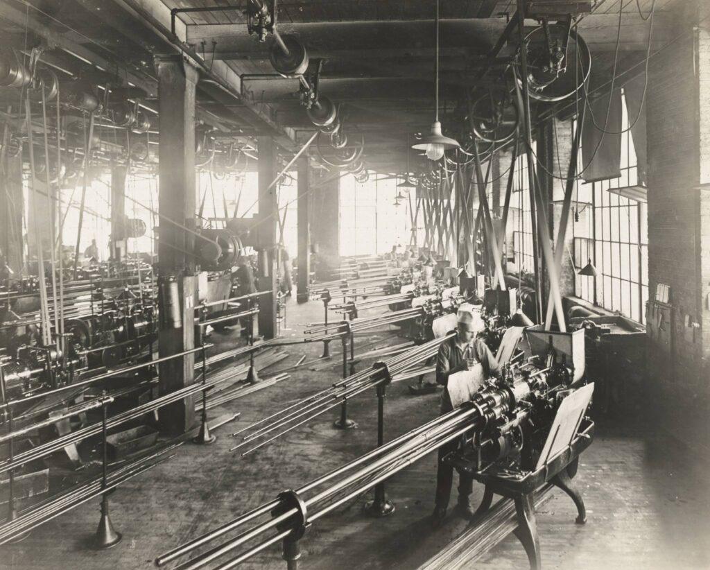 Máquina de mecanizado de tubos de cuatro ejes