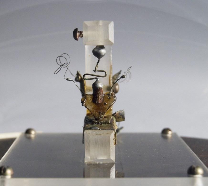 Primer transistor de la historia - 1947