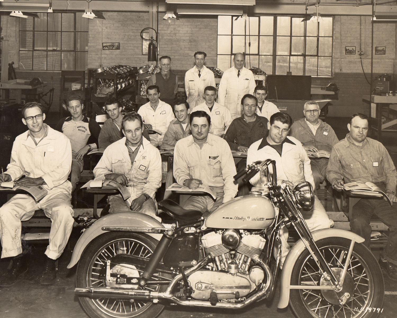 La Escuela de Mecánicos de Harley-Davidson con el modelo K
