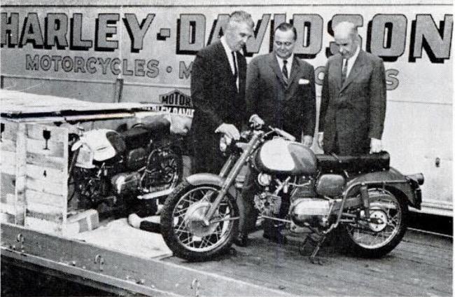 En Milwaukee, las primeras Sprints. William J. Harley, Walter C. Davidson y William H. Davidson