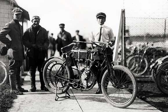 1910 - Harley-Davidson en las carreras