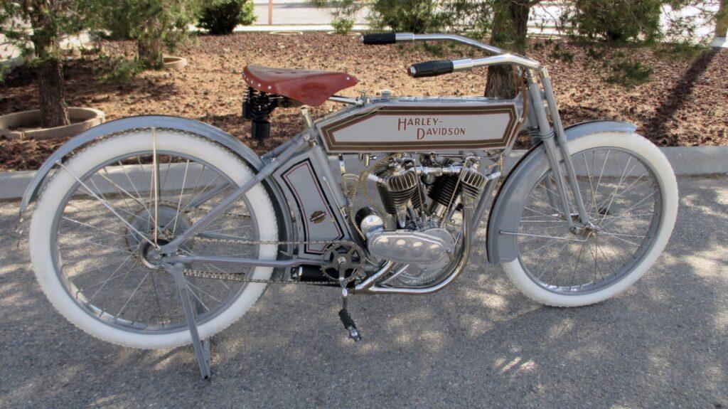 1912 - Harley-Davidson modelo 8E - derecha