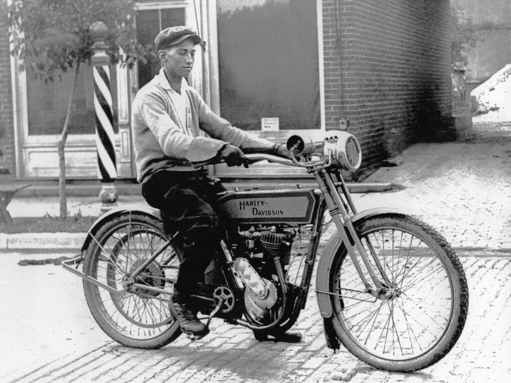 1913 - Harley-Davidson modelo 9 single